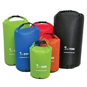 56-5211 | JR Gear Light Weight Dry Bag kuivasäkki 30 l (vihreä)